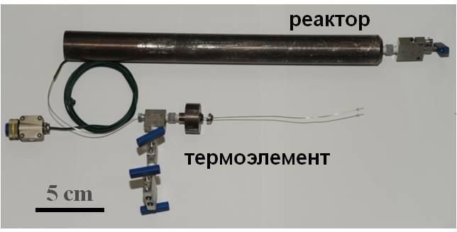 Стальной цилиндр и термоэлемент для проведения эксперимента по подному закрытому пиролизу породы